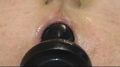 round buttplug gaping