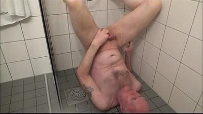 Pervert Ulf Larsen peeing on himself!